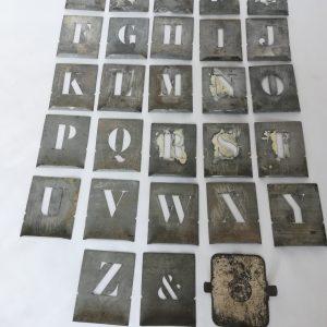 Pochoirs lettres